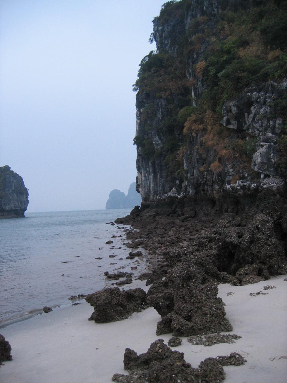 Ha Long Bay cruise_view of islands 6