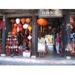 Hoi An_buying lanterns