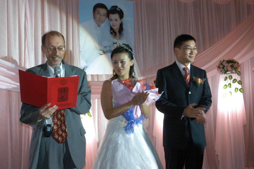 Norty giving wedding speech - in Chinese!